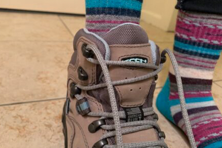 lacing-hiking-boots-for-kids