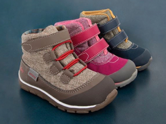 hiking-boots-for-kids-with-extra-wide-feet