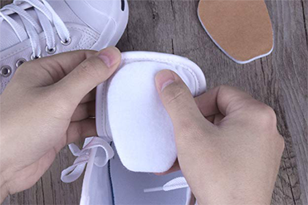 how-to-place-tongue-pads-inside-kids'-shoes