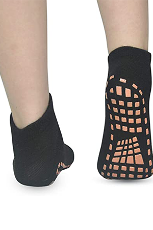 kids'-socks-with-grippers