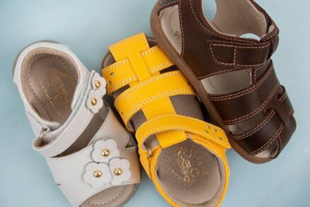 wide-dress-sandals-for-kids