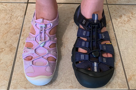 how-to-tell-if-your-kids'-sandals-are-too-wide