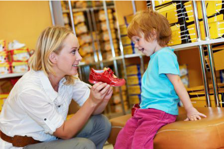 fitting-children's-shoes