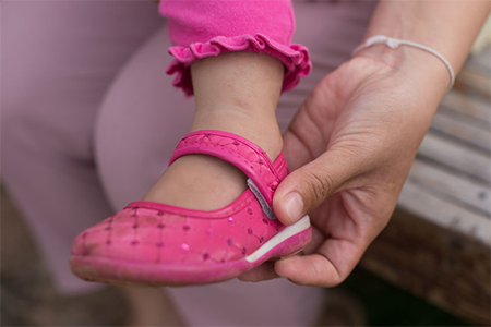 prevent-your-kids'-shoes-from-slipping-off