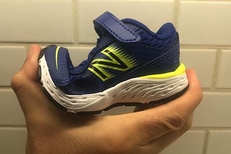 toddler-shoe-with-correct-amount-of-flexibility